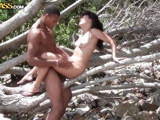 Порно семейных пар на пляже
