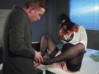 Секс с блондинкой на работе